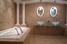 Suite supérieure plus salle de bain La Montagne Coupée